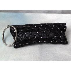 Lille taske sort med sten.